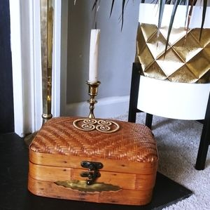 Other - Vtg Large Woven Wicker Basket w/Lid jewelry box